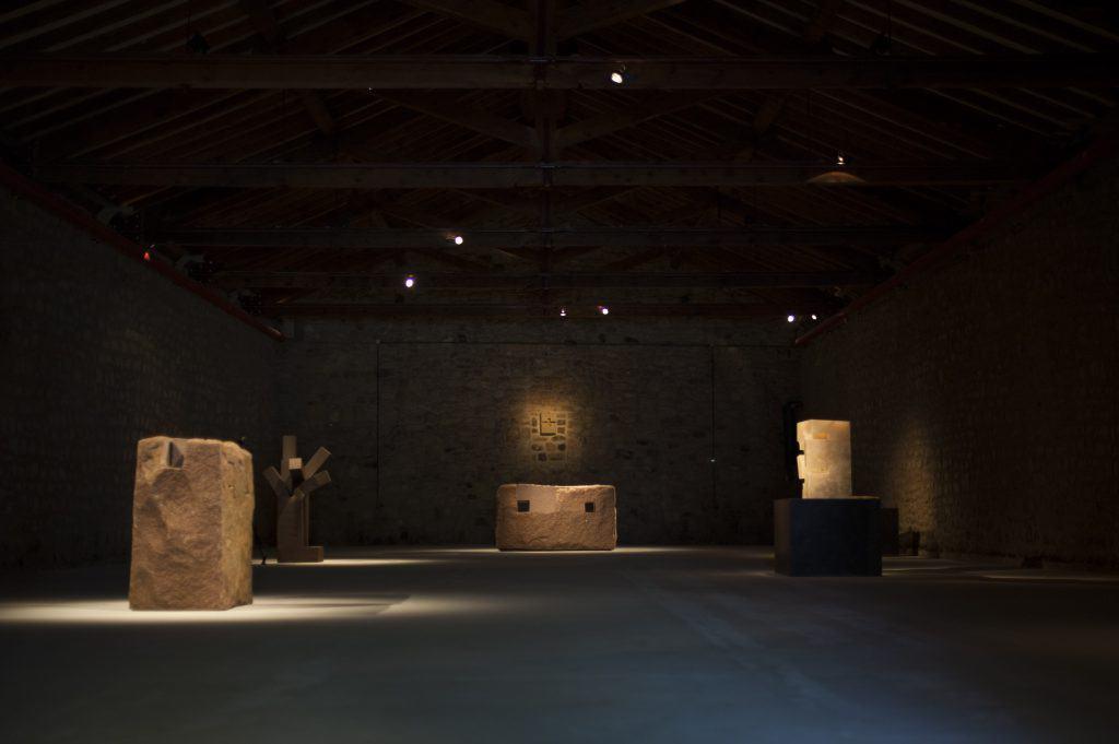 Exposición Chillida en CVNE